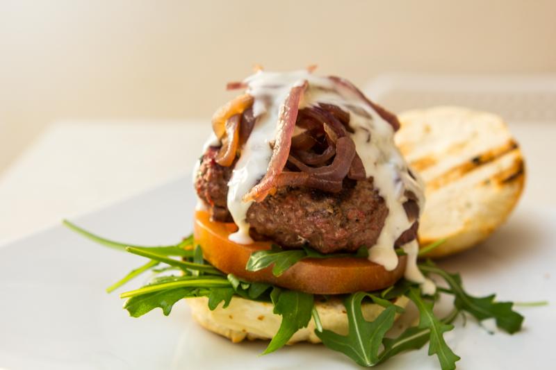 Ho voglia di carne buona. Mi mangio un hamburger!